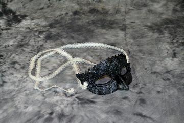 Ashley Friendshuh, Gar scale Mask open